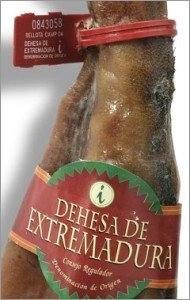 Seal and label identifying it as a Dehesa de Extremadura jamon